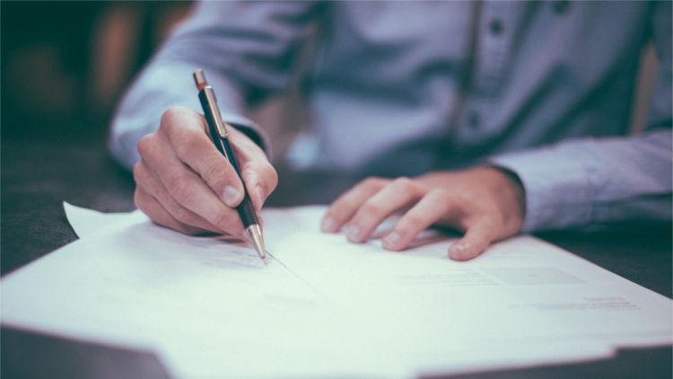 Tanda Tangan Kontrak
